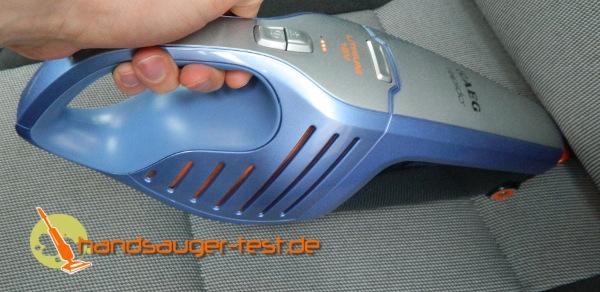 Einsatz im Auto: Schnell und einfach gleiter der Sauger über die Polster